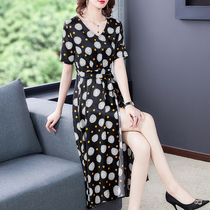 Simulated silk silk dress womens summer 2020 new young mom noble temperament fashion fashion skirt.