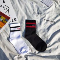 Korean version of the chic simple letter hit Song Xi with the same stockings in hundreds of cotton national tide sports socks women.