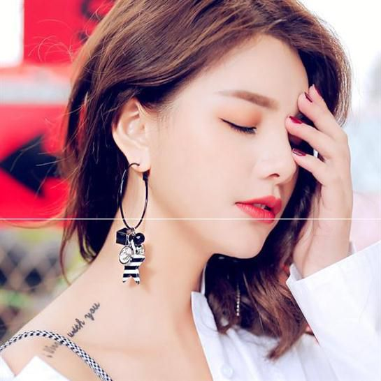 Earrings female cute playful lively inequality asymmetry a long and short cold wind womens good-looking earrings.