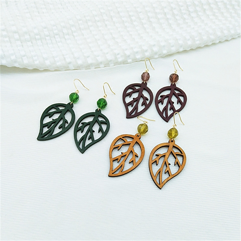 Wooden leaf earrings Japanese style simple personality fresh wood leaf earring earrings womens earrings earrings.