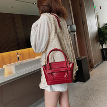 Foreign shoulder bag female 2019 new tide Korean version of the wild messenger bag stone texture fashion handbag