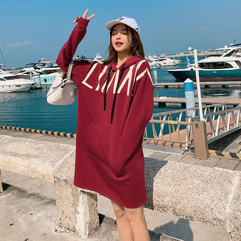 Red wei clothes 2021 new womens medium and long Korean version loose lazy wind net red blast street design feeling top