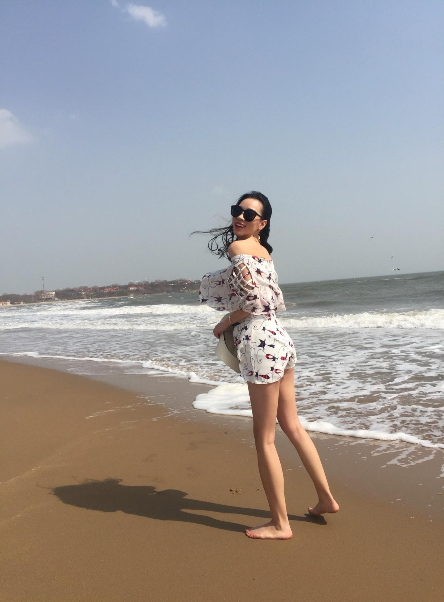 泳衣到了第一时间就穿出来海边玩了,很喜欢,白色的很显干净