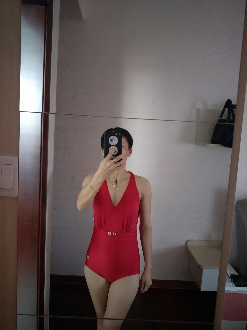 曼丽芬的泳衣就是不错,今年已经买了三件